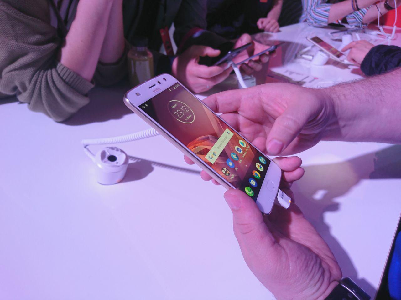 photo 2017 06 27 20 52 43 - Motorola Moto Z2 Play официально представлен в России