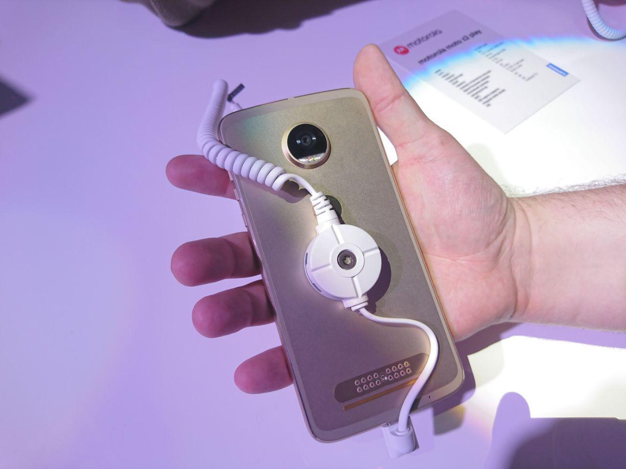 photo 2017 06 27 20 52 44 2 - Motorola Moto Z2 Play официально представлен в России