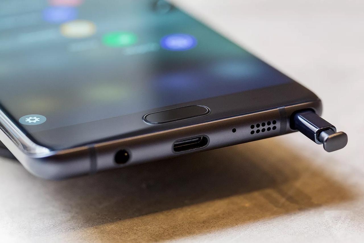 Samsung выпустит первый в мире смартфон с алкотестером