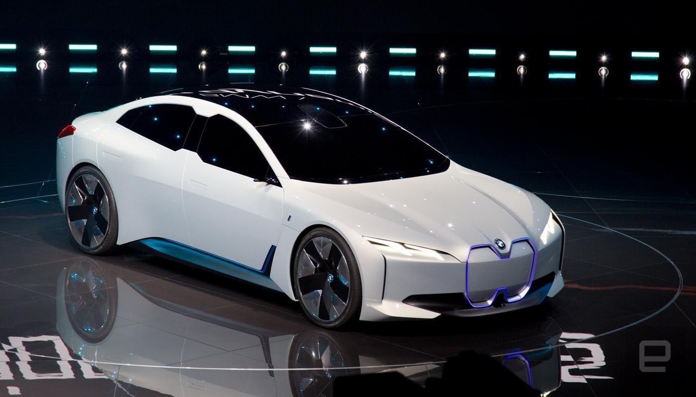 На Франкфуртском автосалоне BMW показала концепт электромобиля с запасом хода 600 км