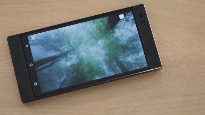 Razer выпустила смартфон
