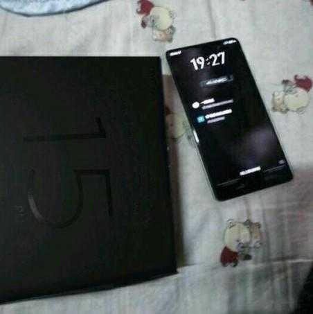 Слухи: Meizu готовит безрамочный смартфон 15 Plus
