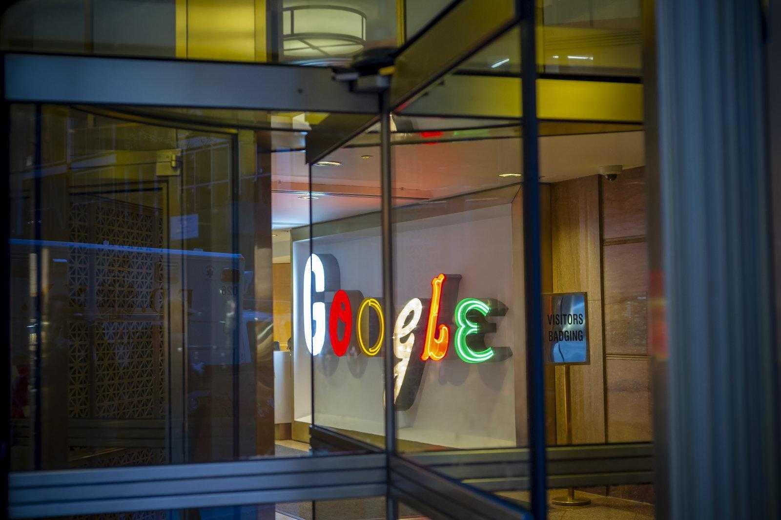 Бурный год не помешал Google заработать много денег