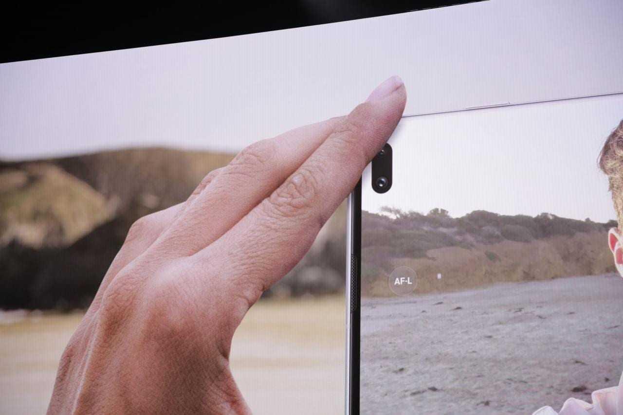 Samsung представил флагманский Galaxy S10+