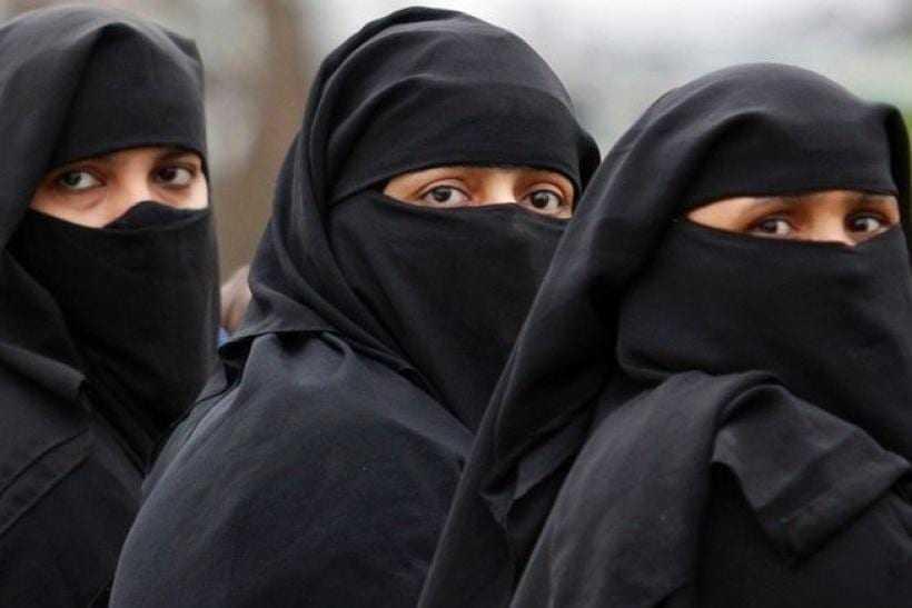 Google отказалась удалять приложение, отслеживающее женщин в Саудовской Аравии. Apple еще не готова дать ответ
