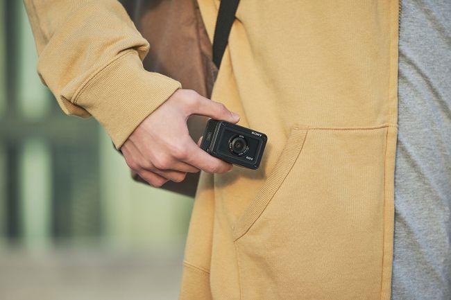 Sony анонсировала новую экшн-камеру RX0 II с поворотным экраном