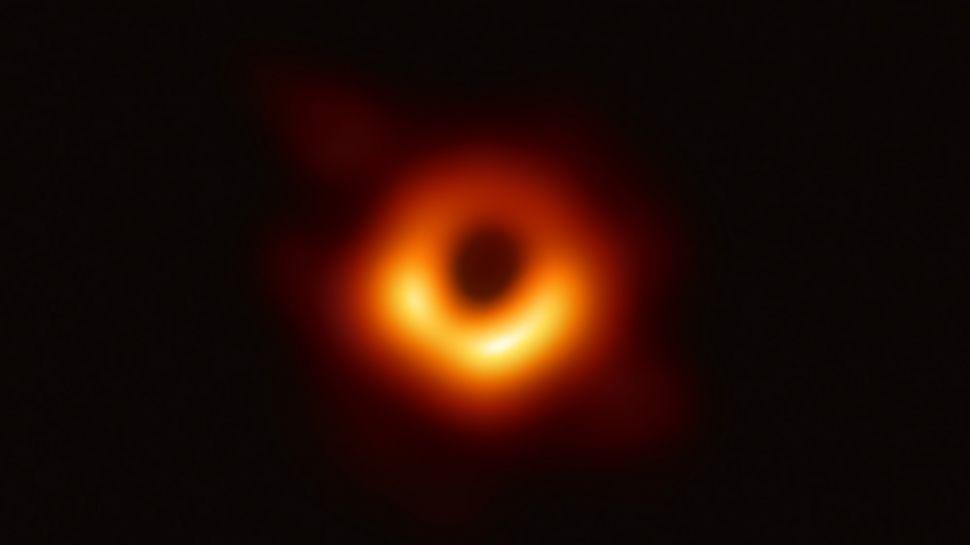 Учёные наконец-то смогли сделать фото чёрной дыры и доказать теорию Эйнштейна