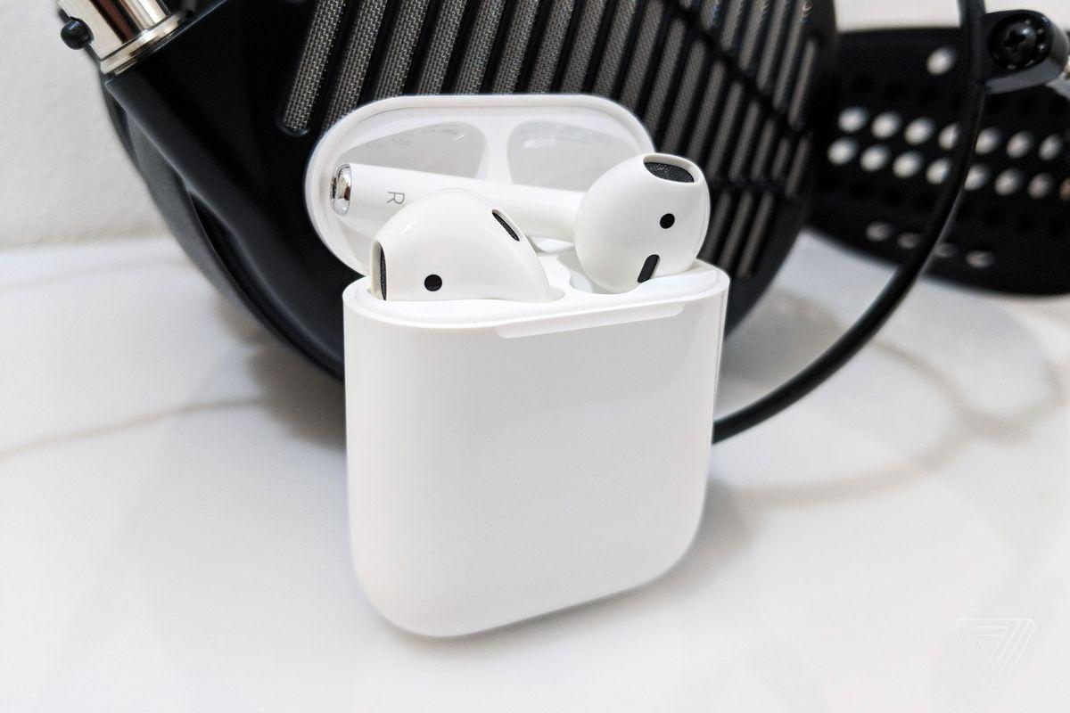 Apple AirPods доминировали на рынке беспроводных наушников в 2020 году ()