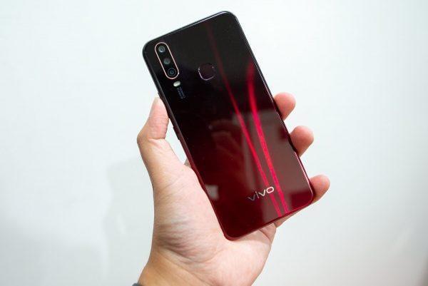 Компания Vivo объявила о начале продаж в России смартфона Vivo Y12