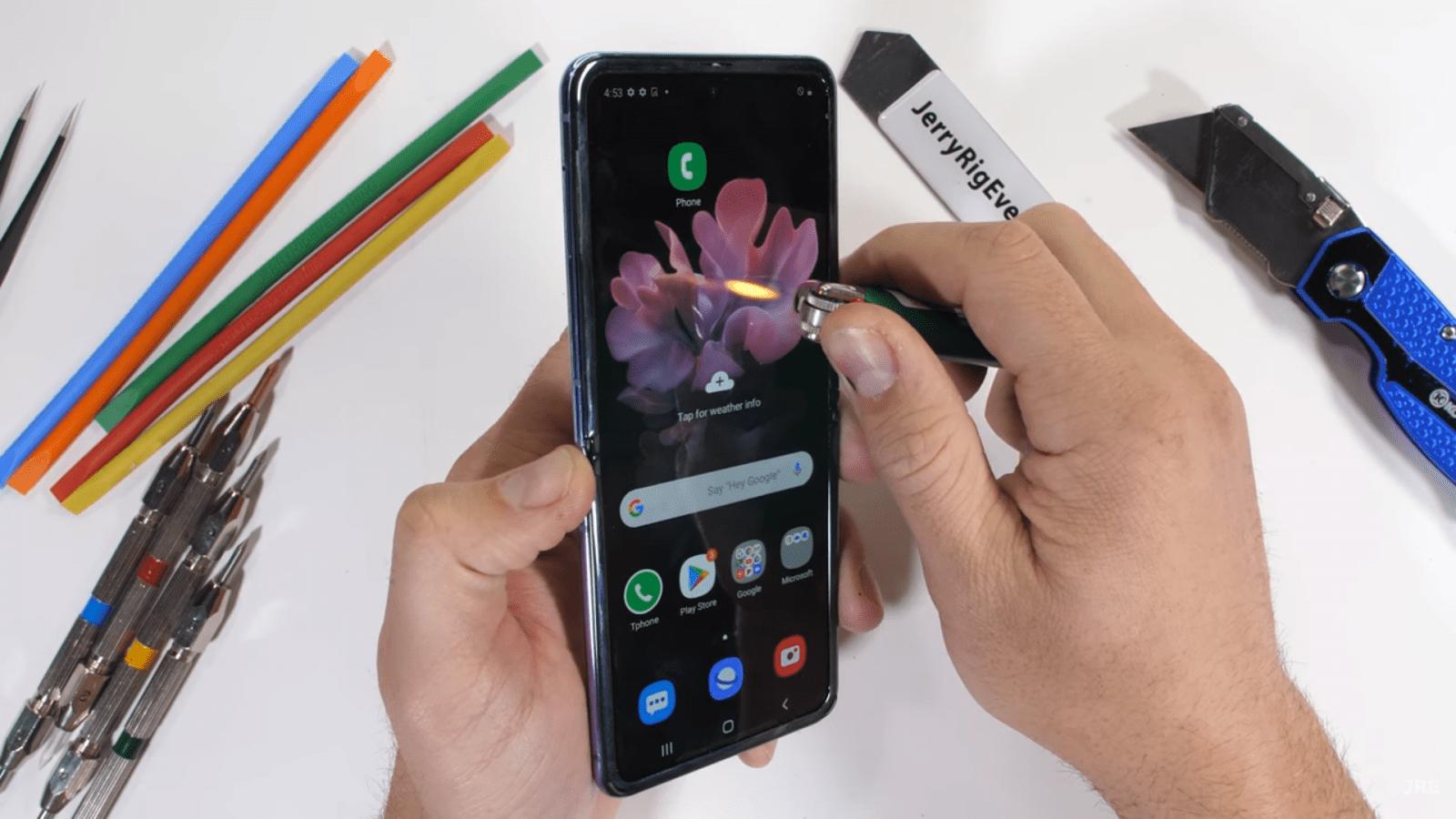 Samsung Galaxy Z Flip достойно прошёл тест на прочность