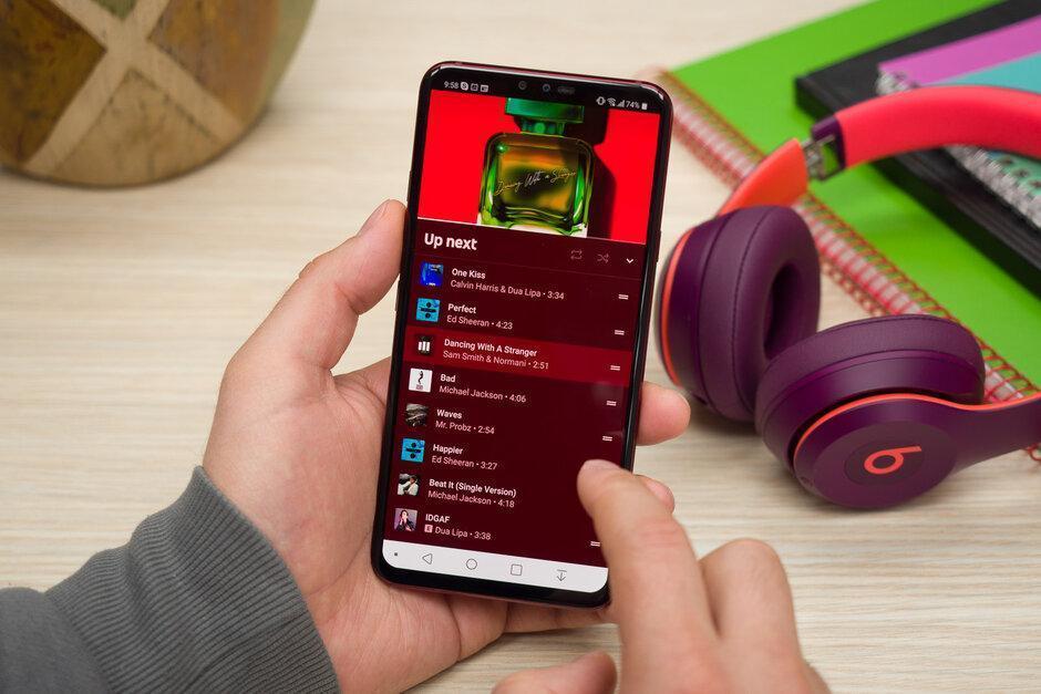 YouTube Music наконец-то получил тексты песен на Android