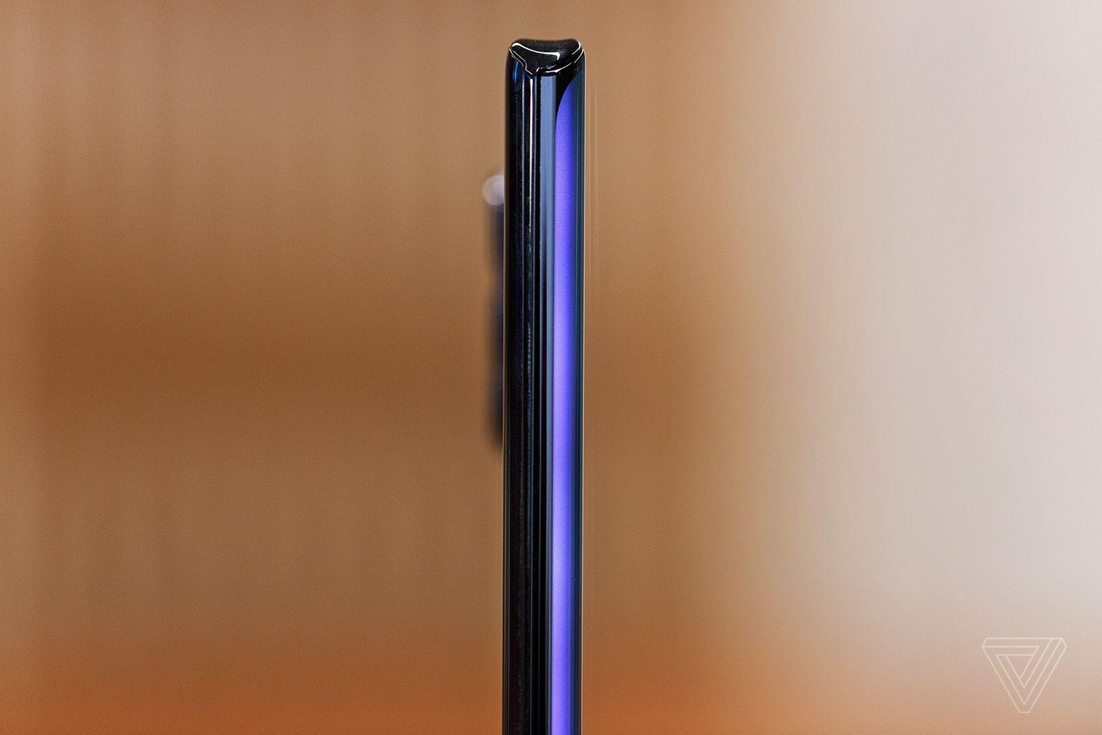 Motorola представила флагманский смартфон Motorola Edge Plus