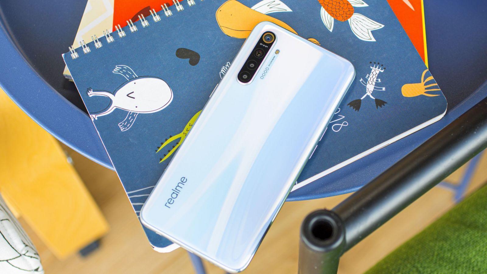 Realme X3 SuperZoom будет поставляться с 4200 мАч аккумулятором и быстрой зарядкой Realme X3 SuperZoom будет поставляться с 4200 мАч аккумулятором и быстрой зарядкой