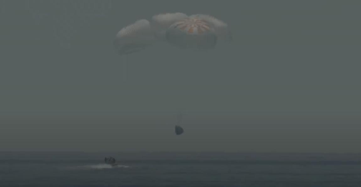 Космический корабль SpaceX Crew Dragon вернулся на Землю