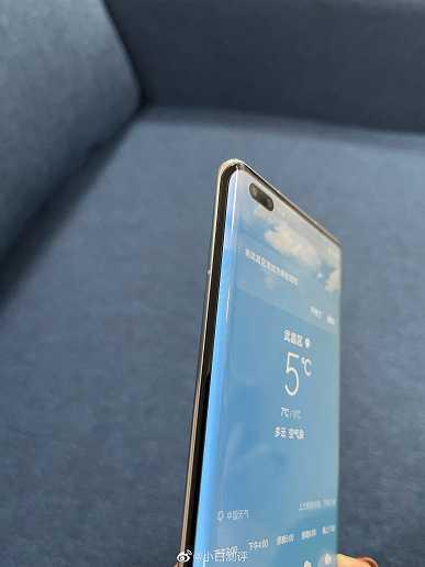 Huawei Nova 8 Pro позирует на живых фото
