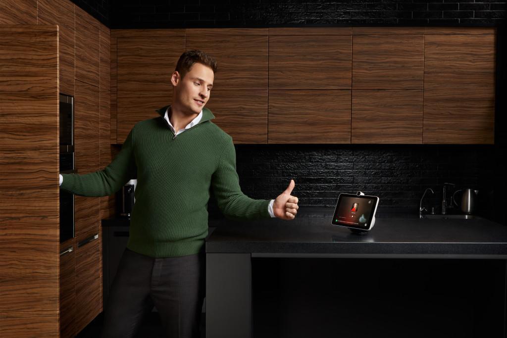 Сбер запустил продажи SberPortal, умного экрана с ассистентами