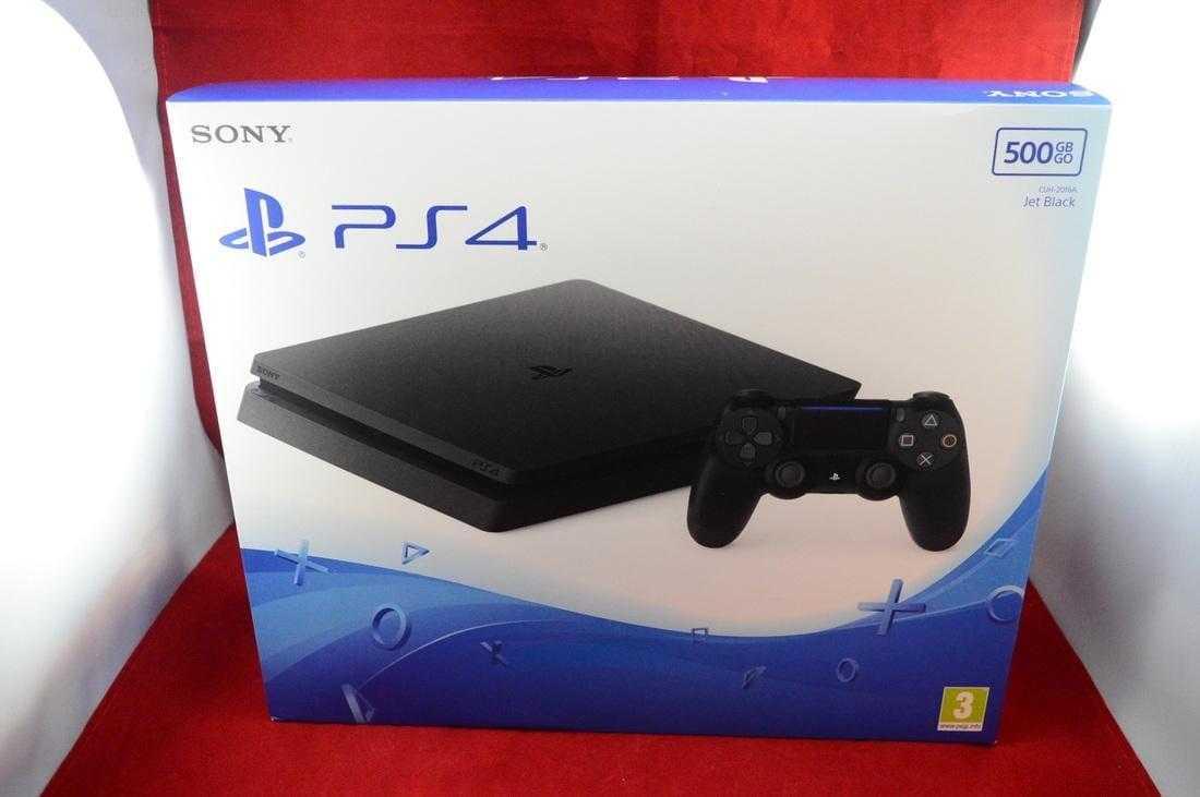 Коробка с PS4 Slim