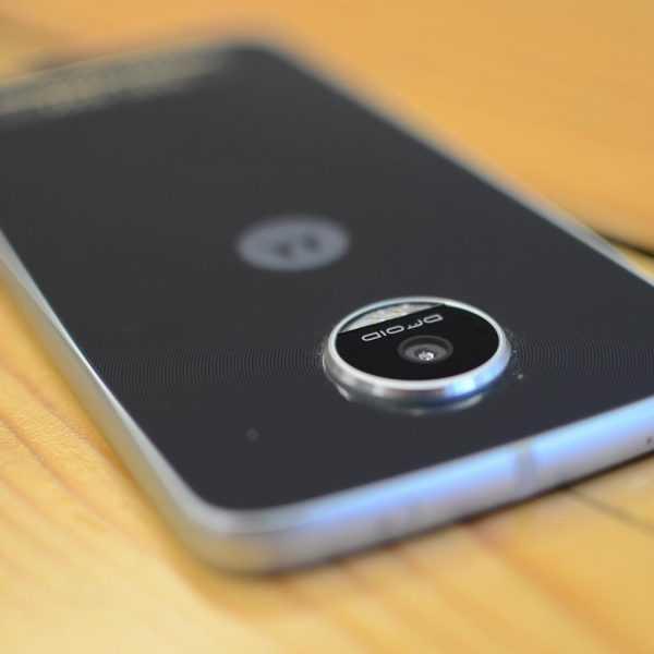 IFA 2016. Новый смартфон Moto Z Play и фотомодуль Hasselblad True Zoom (moto z play droid and hasselblad mod 1500x1000 1)