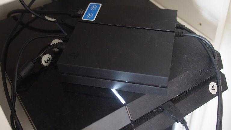 PS4, блок обработки PS VR и куча проводов