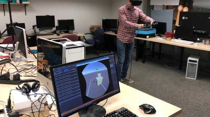 hololens htc vive itz - Программист совместил Microsoft HoloLens и HTC Vive