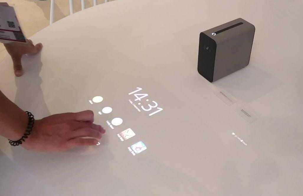 """xperia touchscreen projector - MWC 2017. Sony анонсировала несколько новых """"умных"""" устройств"""