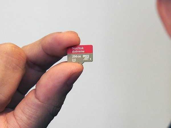 MWC 2017. SanDisk показали microSD-карту ёмкостью 256 Гбайт (P6290039)