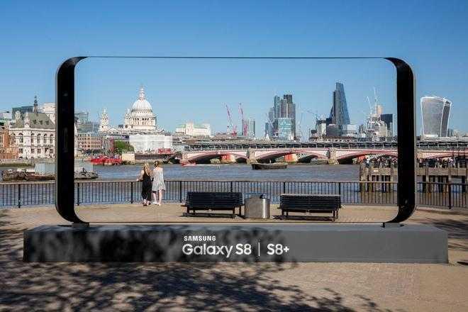 33951825835 da81f27b4f k - Samsung установил гигантские Galaxy S8 в 20-ке самых красивых мест Великобритании