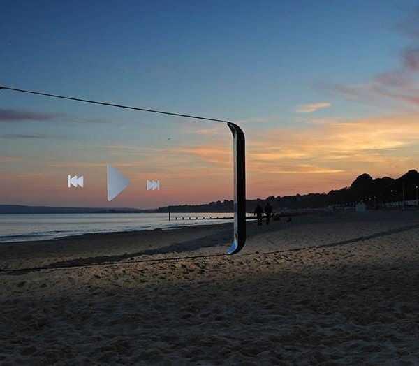 Samsung установил гигантские Galaxy S8 в 20-ке самых красивых мест Великобритании (Samsung Beach)