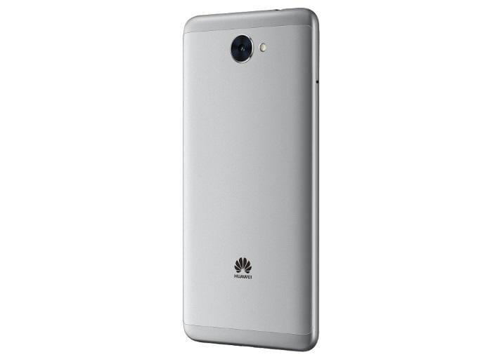 huawei y3 y7 2 - Huawei официально представила смартфоны Y3 и Y7 2017