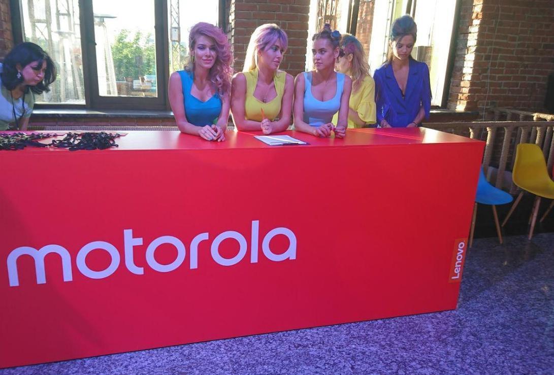 Hellomoto: легенда Motorola возвращается в Россию (photo 2017 06 27 20 01 13 2 e1498601274794)