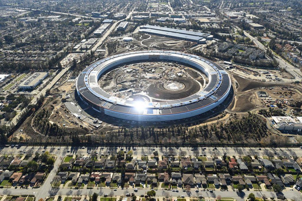 Завершается строительство нового кампуса Apple Park (51300261)
