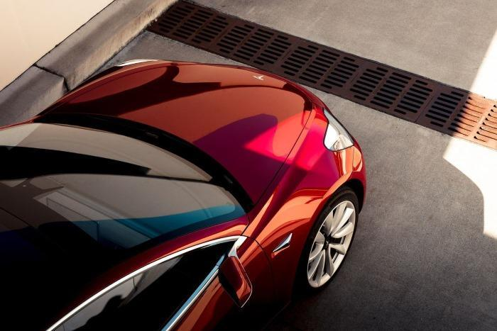 электромобиль Tesla Model 3