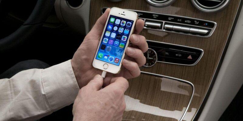 Самая лучшая песня для iPhone покорила автолюбителей (Mercedes Benz CarPlay 02)