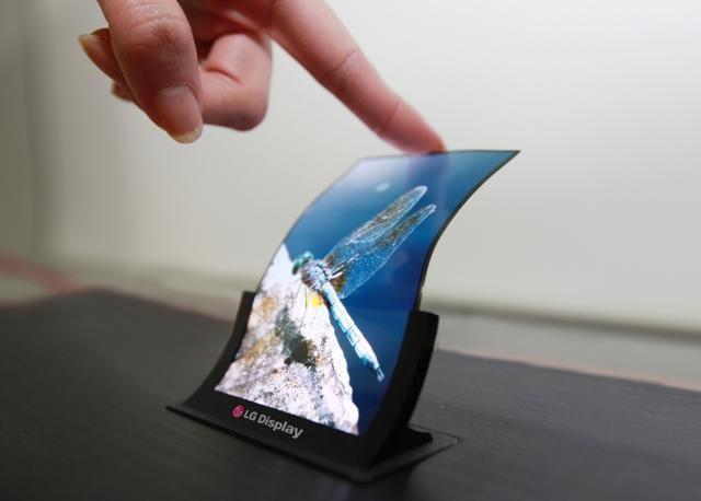 Следующий флагманLG будет оснащен дисплеем P-OLED (Plastic OLED)