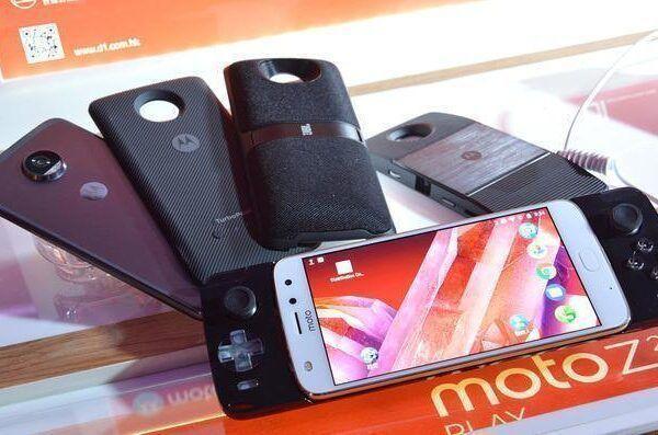 Motorola выпускает джойстик для Moto Z (dims e1502434208574)