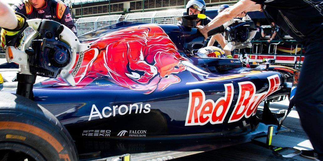 Acronis отмечает год партнерства со Scuderia Toro Rosso (ger 16 acronis cov 1)