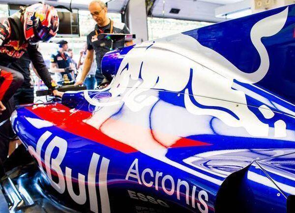 Acronis отмечает год партнерства со Scuderia Toro Rosso (image002)
