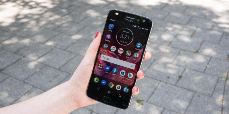 Стартовали продажи Moto Z2 Play и новых модулей Moto Mods в России (moto z2 play header nwm 1)
