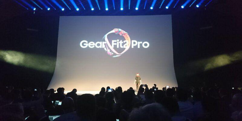 IFA 2017. Samsung выпустил новый браслет Gear Fit 2 Pro (photo 2017 08 30 21 37 42)