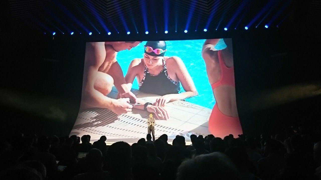 IFA 2017. Samsung выпустил новый браслет Gear Fit 2 Pro (photo 2017 08 30 21 41 41)