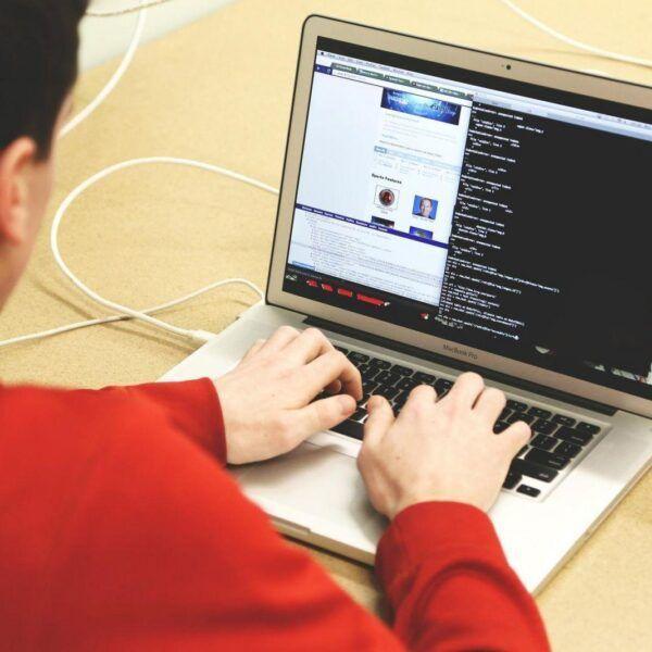 Apple ищет талантливого инженера при помощи зашифрованной вакансии (programming 593312 1920)