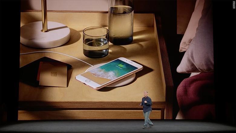 5 причин купить iPhone X (170912142131 apple event iphone 8 wireless charge)
