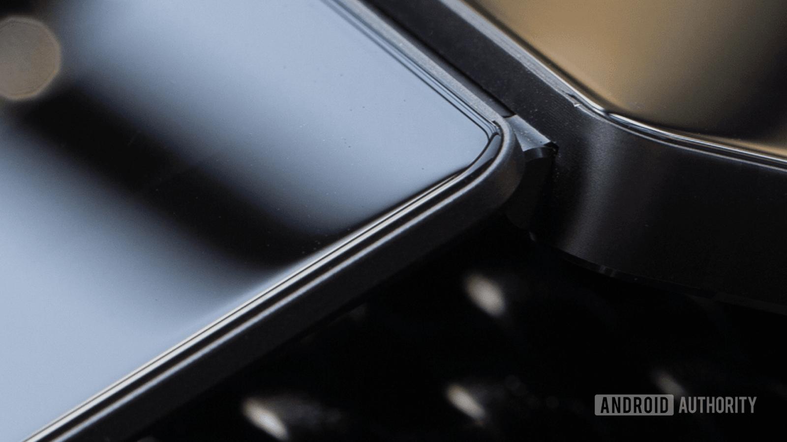 Слух: в октябре ZTE представит складной смартфон с двумя экранами (Article Image 1)