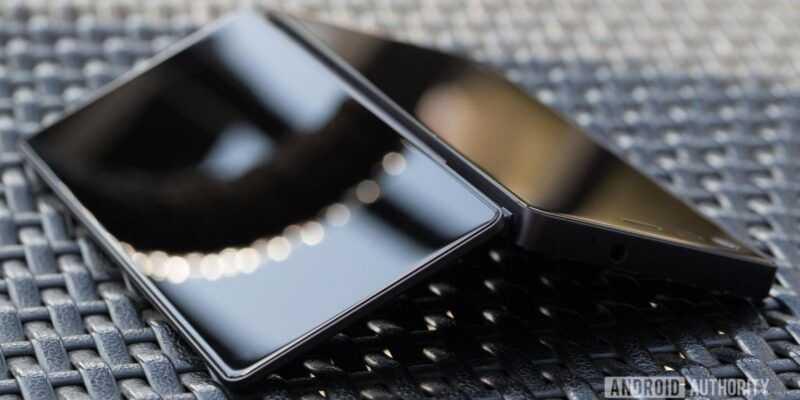 Слух: в октябре ZTE представит складной смартфон с двумя экранами (Featured Image)