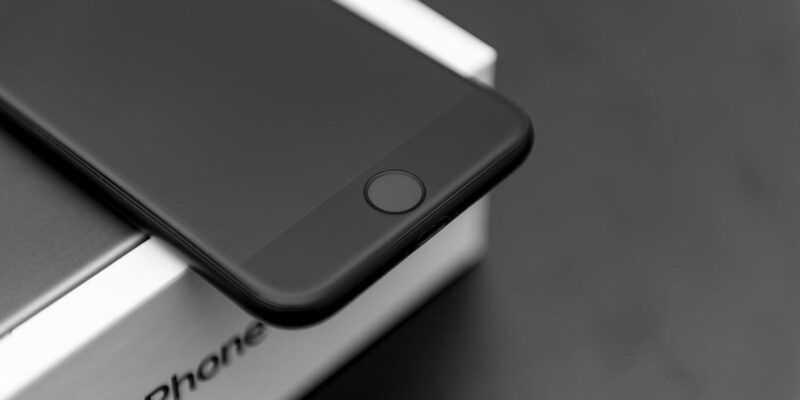 В России стартовали продажи iPhone 8 (hello iphone 8 apple patents fingerprint sensor built into the display 509400 2)