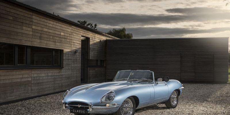 Jaguar представила самый красивый электрокар (jaguar etype zero press201711)
