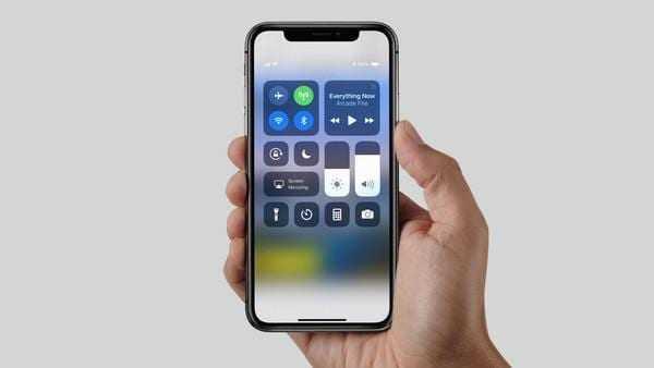 В 2018 году выпустят упрощенную версию iPhone X (crop 1)