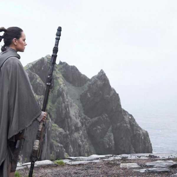 Вышел трейлер Звёздные Войны: Последние Джедаи / Star Wars: The Last Jedi (luke in hiding e1502298006773)