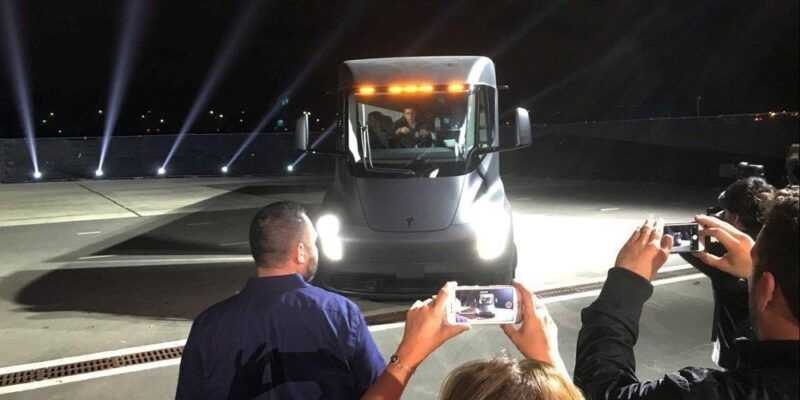Илон Маск представил новый грузовик (4 0107cff0)