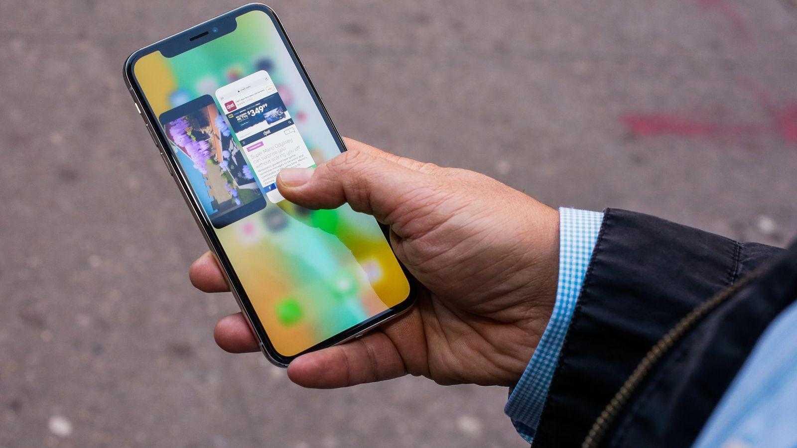 iPhone X начал продаваться в России